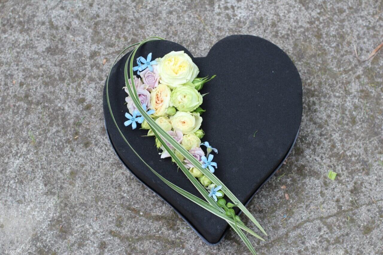 pudełko przybrane kwiatkami